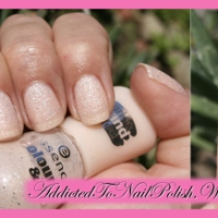 "Manicure swatch: Essence Colour&Go ""163 Hey, nude!"" with sparkle sand effect"